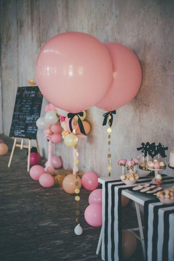 декор из розовых шариков