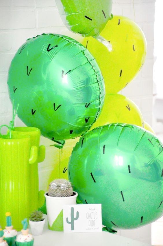 декор кактус из шаров
