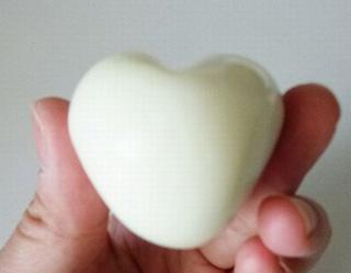 яйцо в форме сердца