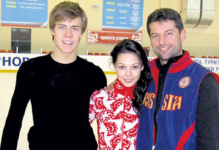 Никита Кацалапов и Елена Ильиных с тренером Морозовым