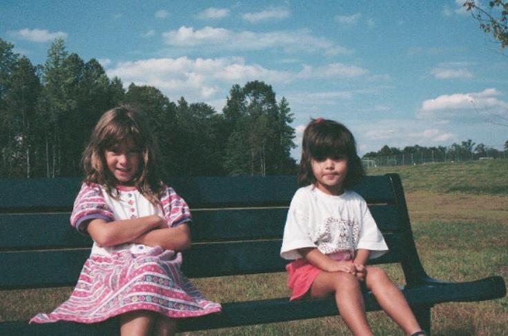 Камилла Мендес с сестрой