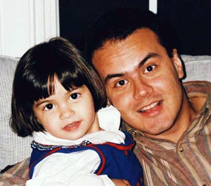 Камилла Мендес в детстве с папой