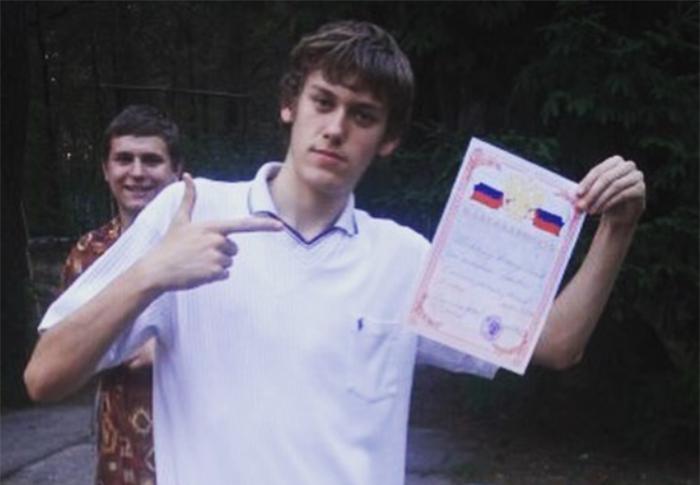 антон шастун на выпускном